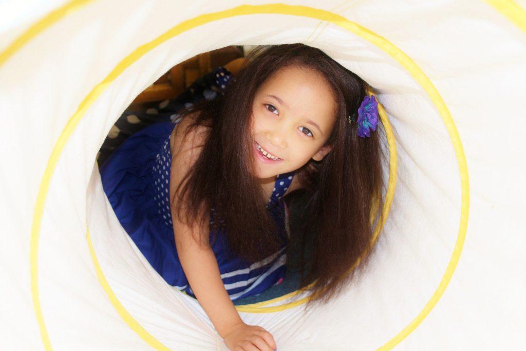child-587701_1920
